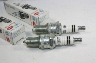 LOT DE 2 BOUGIES CHAMPION 101000026...AUDI A6  VW GOLF III POLO III TRANSPORTER