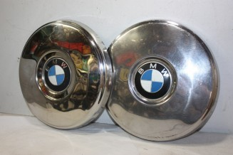 LOT DE 2 ENJOLIVEURS DE ROUE D/268mm...BMW 1602 2002 1800 1802