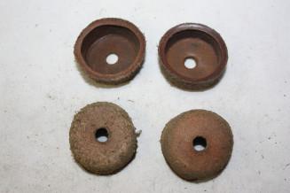 JEU DE 4 CAPUCHONS CUIR D/30mm...AUTOS DIVERS COLLECTIONS ANCIENNES