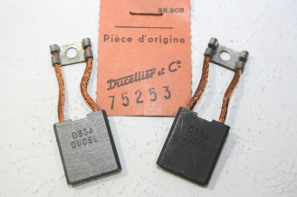 CHARBONS UX 30-31 POUR DYNAMOS DUCELLIER...POUR CITROEN P38 P45 CHAUSSON UNIC
